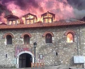 Пожежа в монастирі Варнакова в Греції. Фото agrinionews.gr