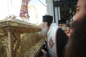 Поклоніння мощам прпмц. Філофеї Афінської. Фото orthodoxia.info